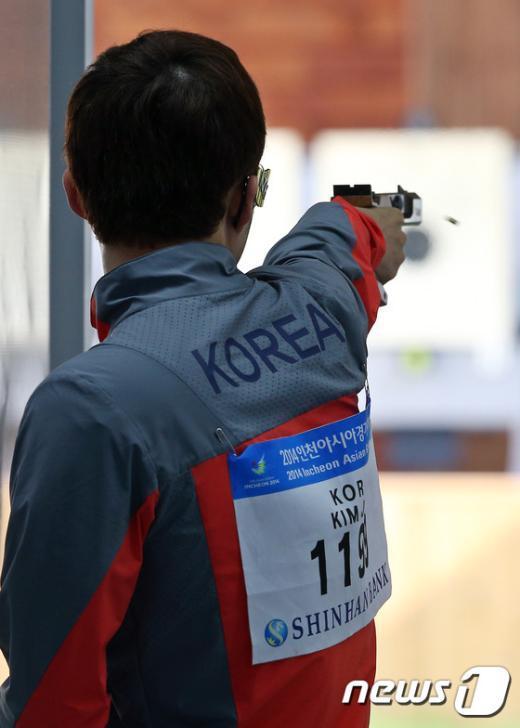 [사진]사격 김준홍 '25m 스탠다드 권총 은메달'