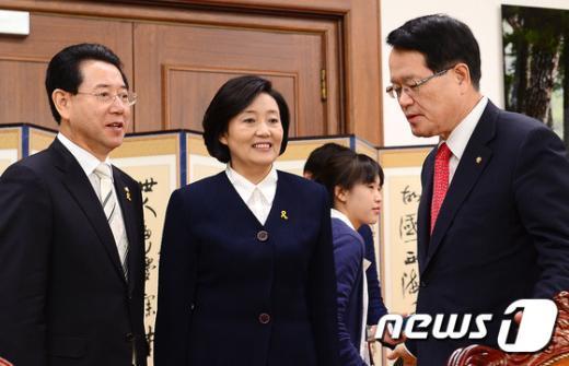 [사진]머리 맞댄 정의화 의장과 박영선-김영록