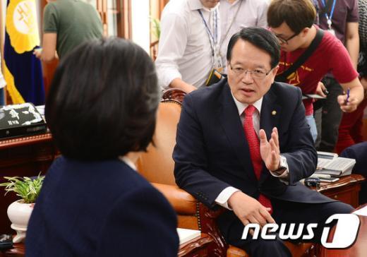 [사진]정의화 의장, 박영선 원내대표와 정상화 논의