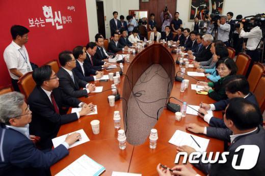 [사진]새누리 상임위원장-간사단 '한자리에'