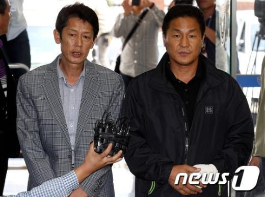 [사진]굳은 표정으로 경찰 재출석하는 세월호 유가족