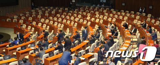 [사진]'본회의장 여당 의원들만이'