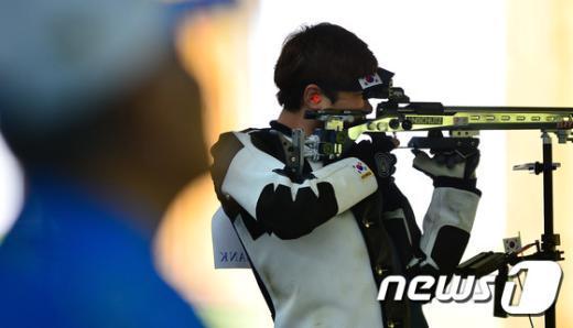 [사진]김종현 '신중하게'