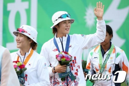 [사진]최보민-석지현 '금은 자매'