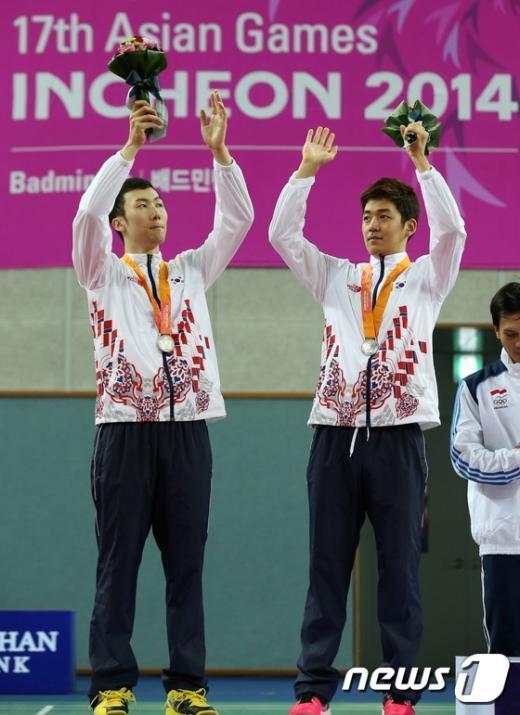 [사진]배드민턴 男복식 이용대-유연성 은메달 획득