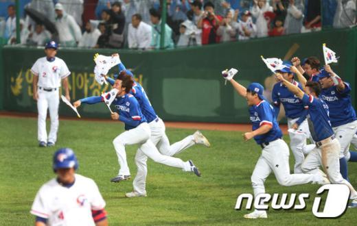 [사진]8회 역전 드라마… 한국 야구, 다시 '넘버 1'