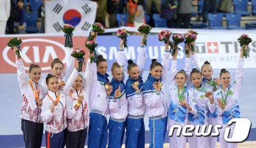 [사진]한국 여자 리듬체조 단체 은메달 획득