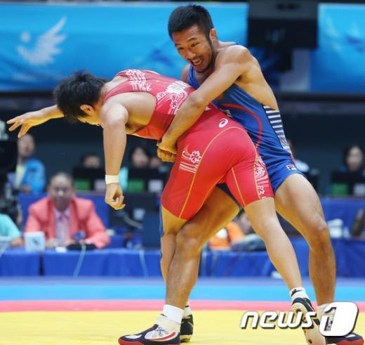 [사진]류한수 66kg급 금메달 '저항해도 소용없다!'