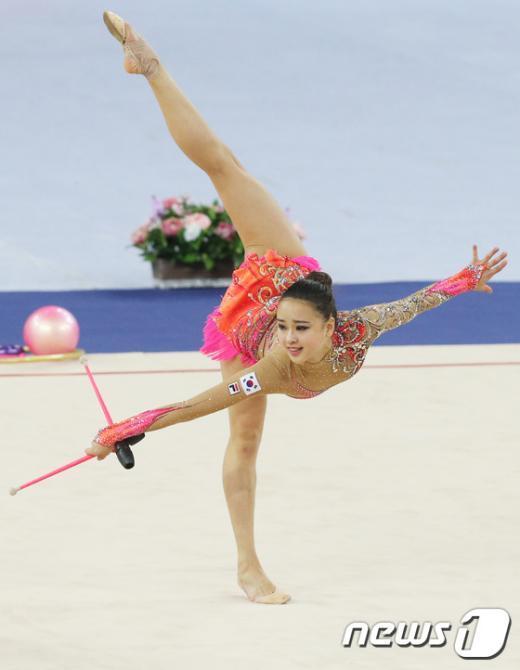 [사진]손연재 'AG 금메달을 향해'