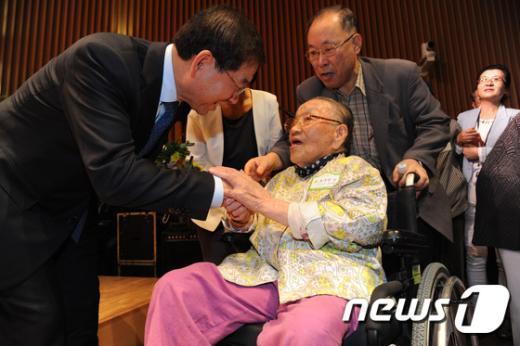 """[사진]박원순 시장 """"할머니 오래오래 건강하세요"""""""