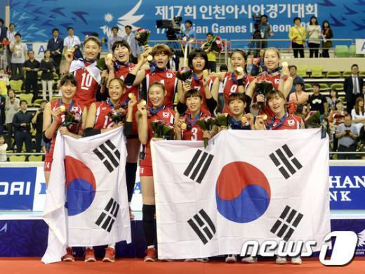 [사진]여자 배구 '금메달 땄어요'