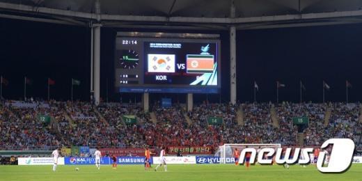 [사진]아시안게임 결승전, 36년 만에 만남 '남북축구'