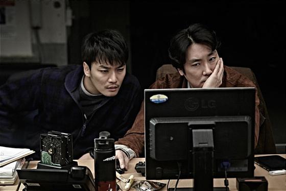 영화 '용의자X' 스틸컷. 히가시노 게이고의 소설 '용의자X의 헌신'을 영화화한 작품/사진=CJ엔터테인먼트