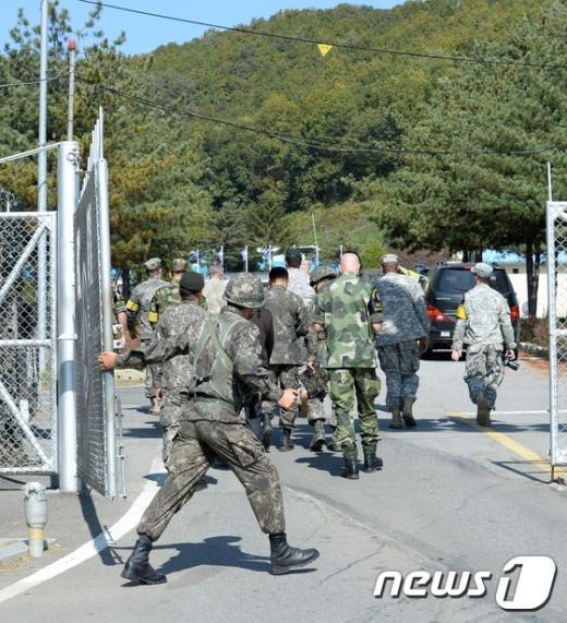 [사진]군부대 들어가는 UN 군사정전위원회