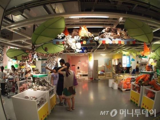 중국 상하이에 위치한 이케아2호 매장 내 어린이용 인형 코너 사진/사진=김하늬