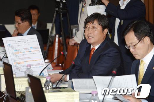 이춘석 새정치민주연합 의원. 2014.10.8/뉴스1 © News1 민경석 기자