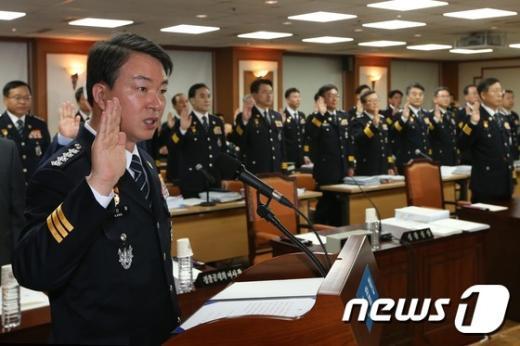 [사진]강신명 경찰청장 '성실히 답변하겠습니다'