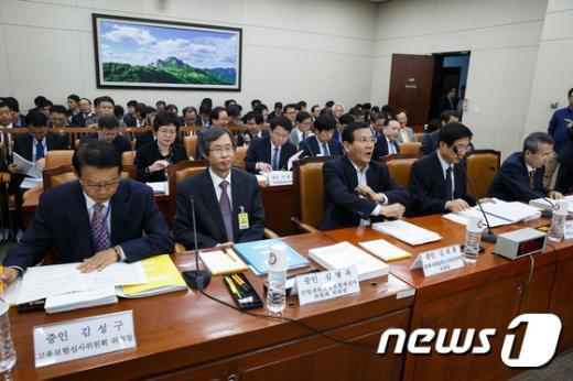 [사진]환노위 국감 기다리는 증인들
