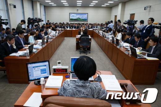 [사진]노사정위·중앙노동위 및 지방노동청 국정감사