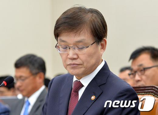 [사진]굳은표정의 최양희 장관