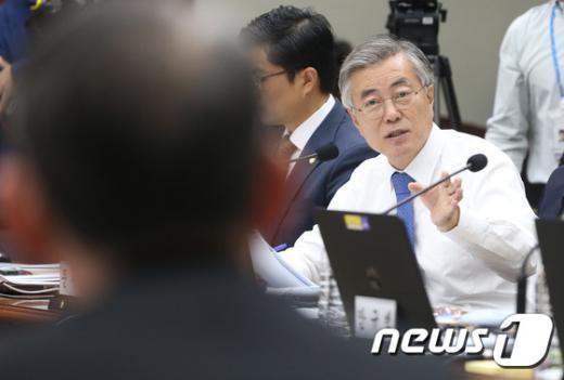 [사진]문재인 '대북전단 살포는..'