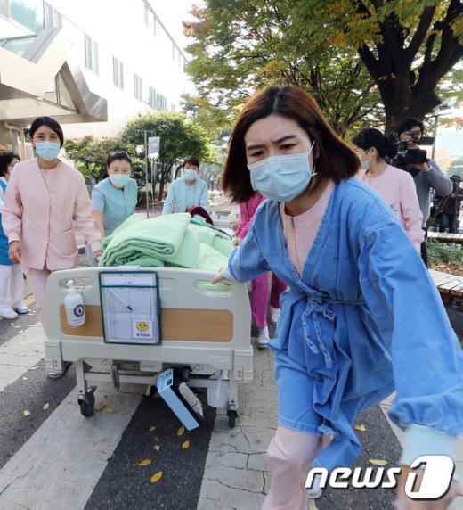[사진]경찰병원 질산 유출, 환자들 긴급 대피