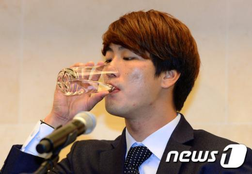 [사진]물 마시는 김광현