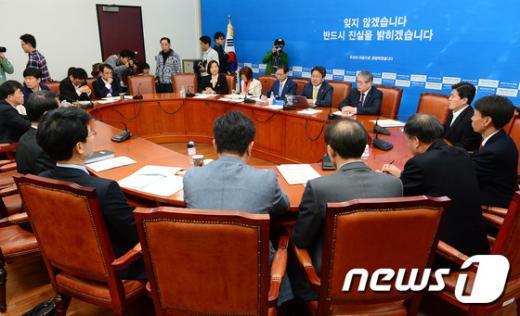 [사진]공적연금TF 회의 갖는 새정치민주연합