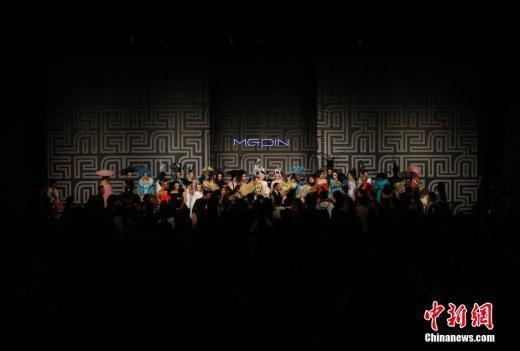 차이나 패션위크서 선 보인 메이크업쇼…漢문화에 열광