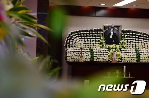 서울 송파구 서울아산병원에 마련된 고(故) 신해철의 빈소. © News1