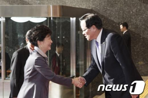 [사진]국회의사당 도착한 박근혜 대통령