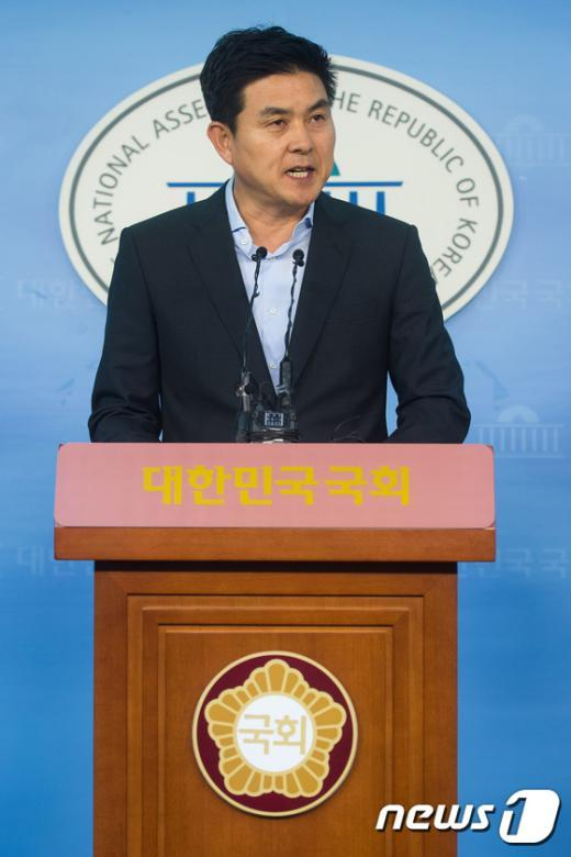 [사진]최고위원 복귀 의사 밝히는 김태호 의원