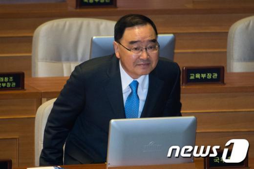 [사진]경제분야 대정부질문 출석한 정홍원 총리