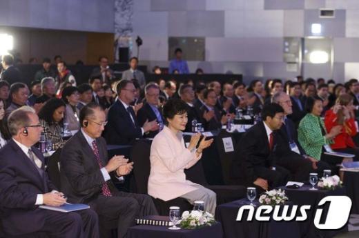 [사진]박근혜 대통령, 세계은행 교육혁신 심포지엄 개회식 참석