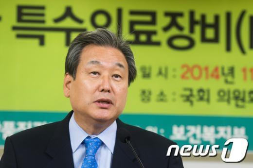 [사진]축사하는 김무성 새누리당 대표
