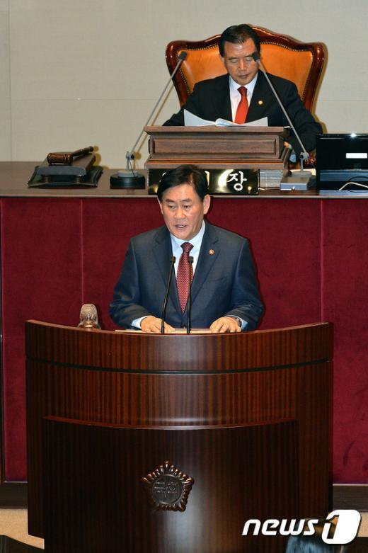 [사진]2015 예산안 제안발언하는 최경환 부총리