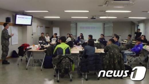 양평원에서 인권감수성 향상 교육을 받고 있는 군 인권 모니터단. (양평원) © News1