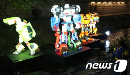 [사진]'변신 로봇 등불아! 청계천을 지켜라!'