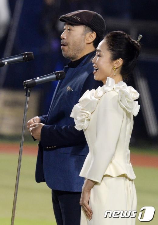 [사진]국내 유일의 부부 팝페라 듀오아임의 애국가