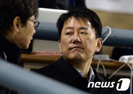 [사진]이장석 넥센 대표 '굳은 표정으로'