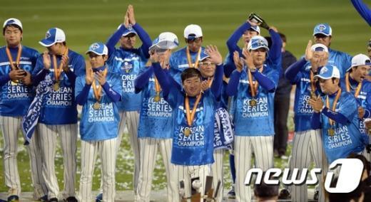 [사진]삼성 '팬들의 뜨거운 응원 감사합니다'