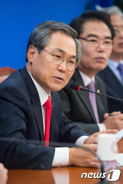 [사진]발언하는 우윤근 원내대표