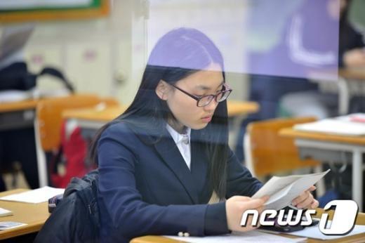 [사진]차가운 고사장...긴장된 수험생