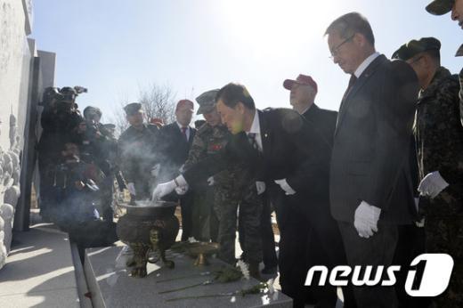 [사진]장단·사천강 전투 전승기념비 분향