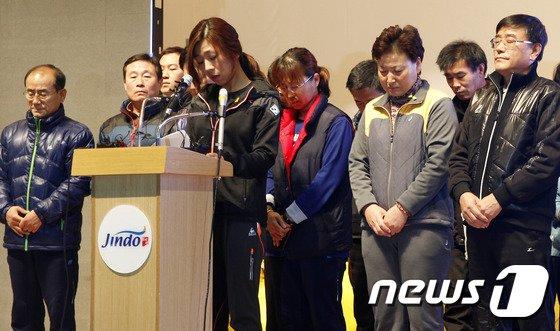 정부가 지난 11일 세월호 실종자 수색중단을 공식 선언한 가운데 실종자 가족들이 이날 오전 진도실내체육관에서 눈물의 기자회견을 가졌다./ 사진=뉴스1