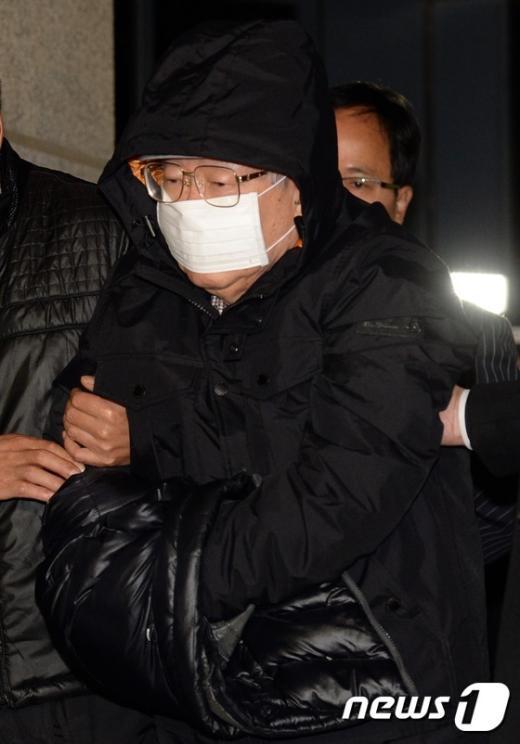 [사진]檢 압송되는 '유병언 측근' 김필배