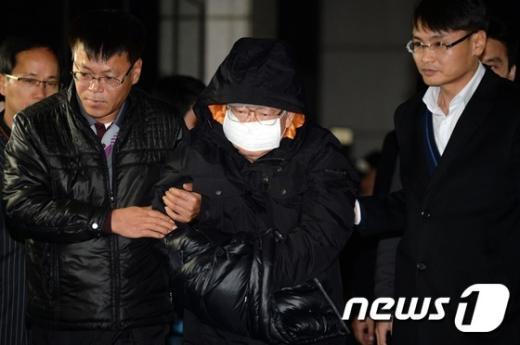 [사진]'유병언 측근' 김필배, 검찰 압송