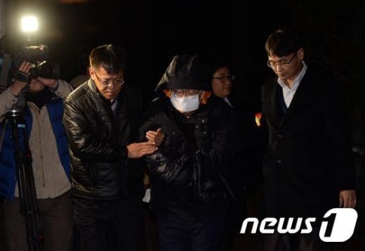 [사진]유병언 측근 김필배, 도피생활 마치고 검찰 압송