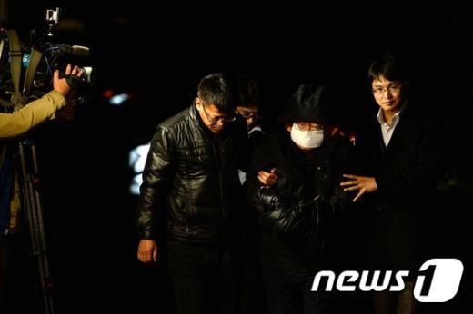 [사진]검찰에 붙잡혀오는 '유병언 최측근' 김필배