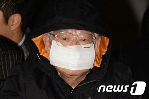 [사진]검찰에 압송되는 '유병언 최측근' 김필배